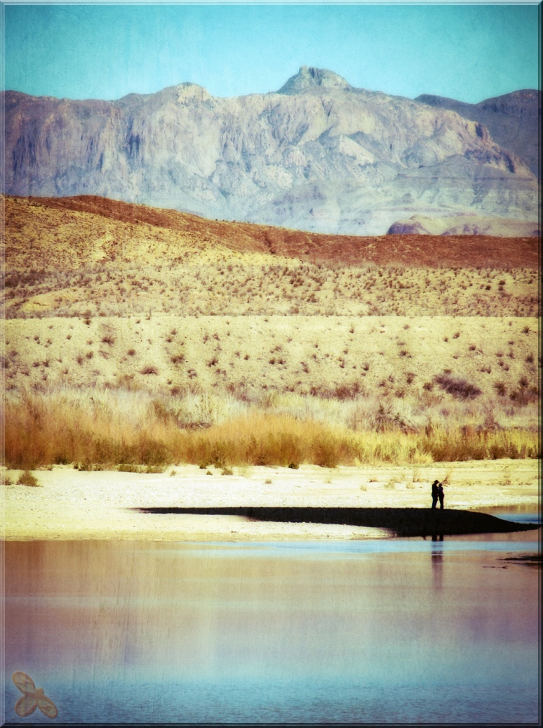 Love in the Shadows along the Rio Grande